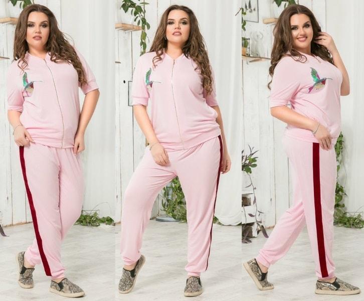 розовый костюм с лампасами и апликацией