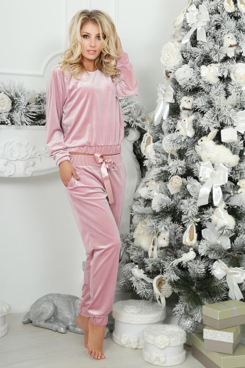 нежный розовый костюм из велюра