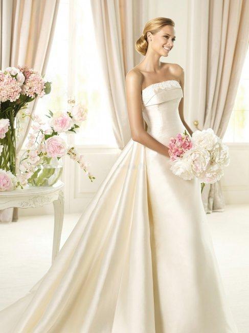 Свадебное платье невесты в цвете айвори