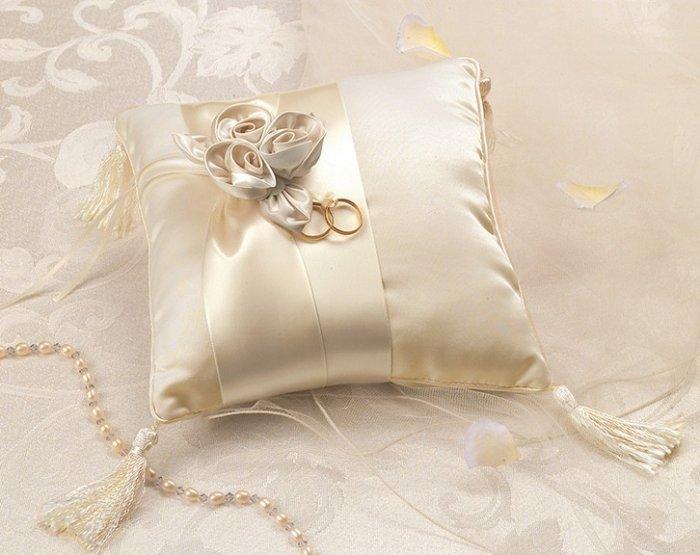 Подушка для колец в цвете айвори