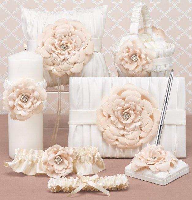Аксессуары для свадьбы в цвете айвори