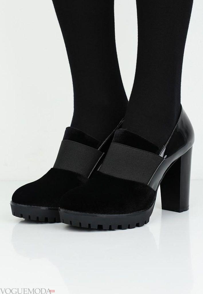 на толстом каблуке черные