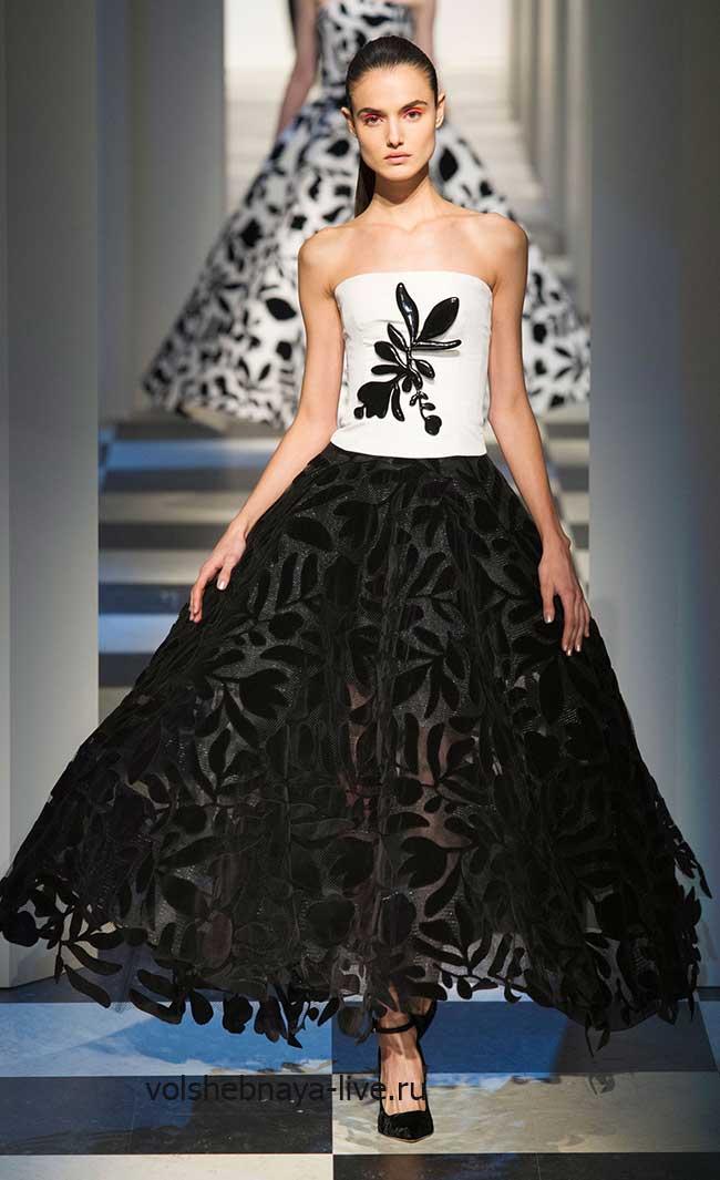Черная пышная бархатная юбка с белым корсетом