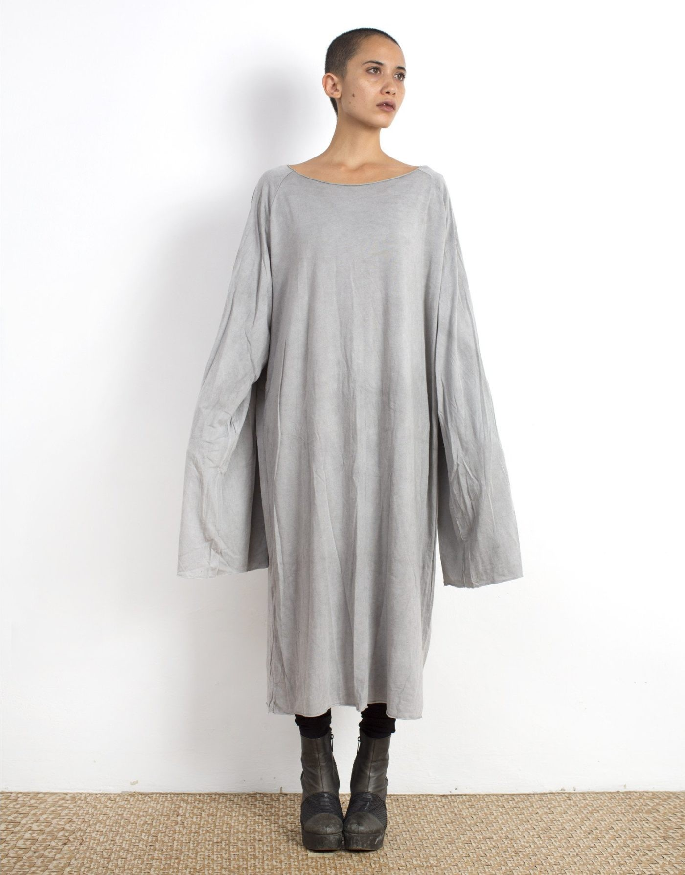 женские туники 2019 2020: серая безразмерная с длинным рукавом