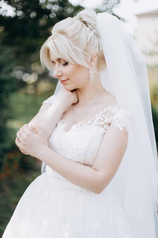 свадебная прическа с пучком